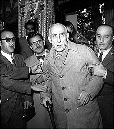 Mossadegh_Trial_28_Amordad_1332.jpg